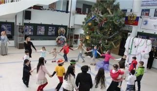 नयाँ वर्षको उपलक्षमा नेपालस्थित रहँदै आएका रुसी मूलका बच्चाहरु र रुसी राजदूतावासका कर्मचारीका बच्चाहरुका लागि रुसी विज्ञान तथा संस्कृति केन्द्र काठमाडौँमा एउटा उपहार वितरण कार्यक्रमको आयोजना।